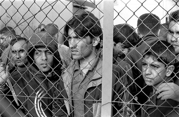 Des réfugiés dans un centre de détention en Grèce